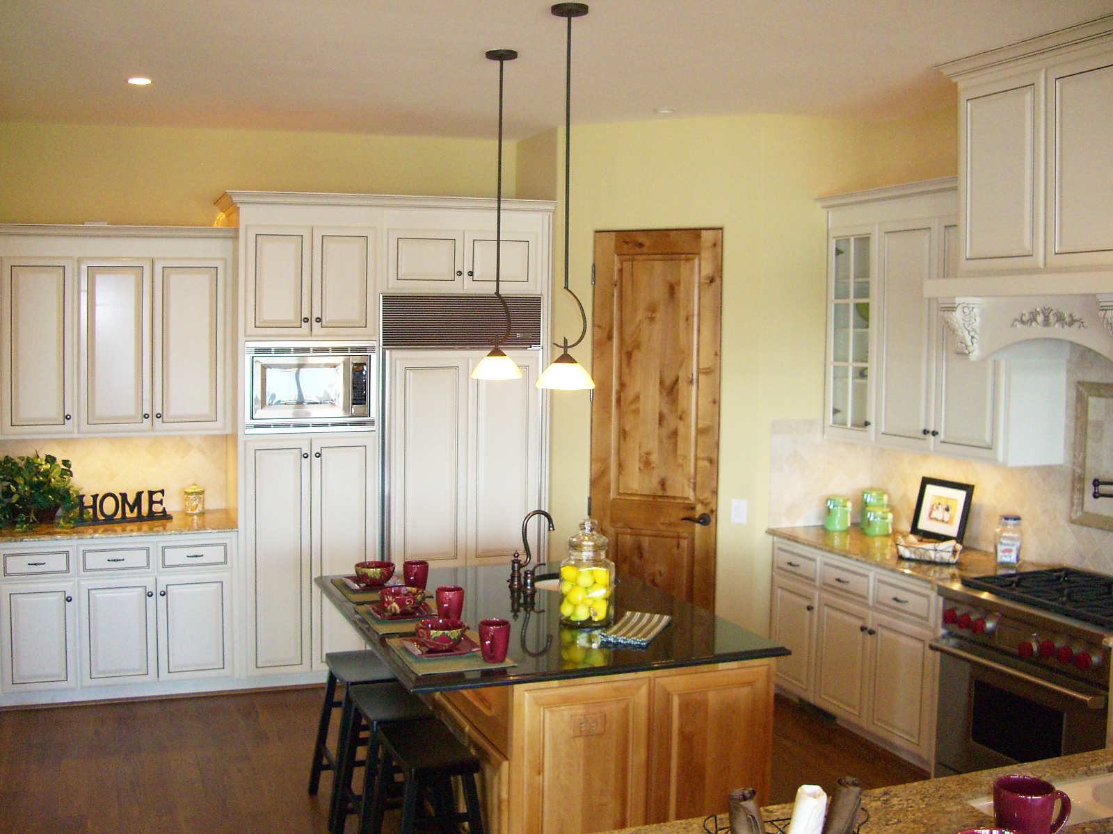 Five staging dos for getting your home sold centerpiece for Kitchen wall color ideas